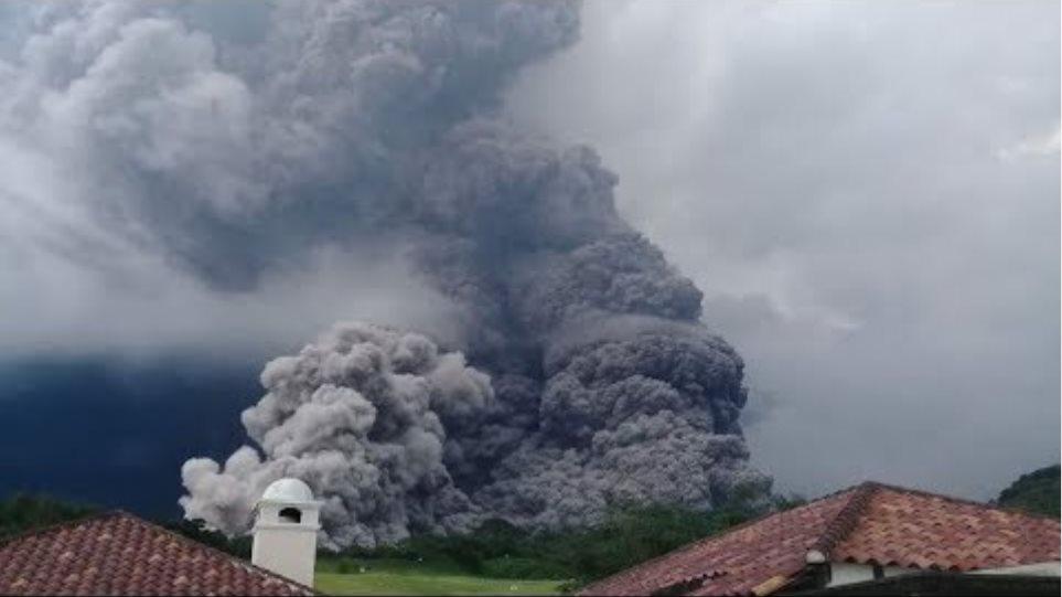 El volcan de Fuego en Guatemala entra en erupción