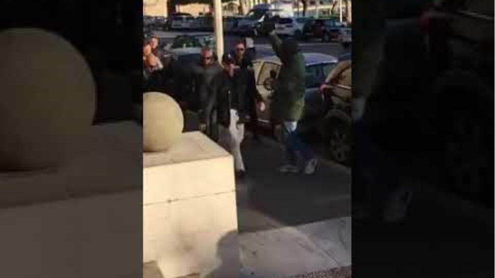 Έγκλημα στη Ρόδο: οι φονιάδες οδηγούνται στον ανακριτή
