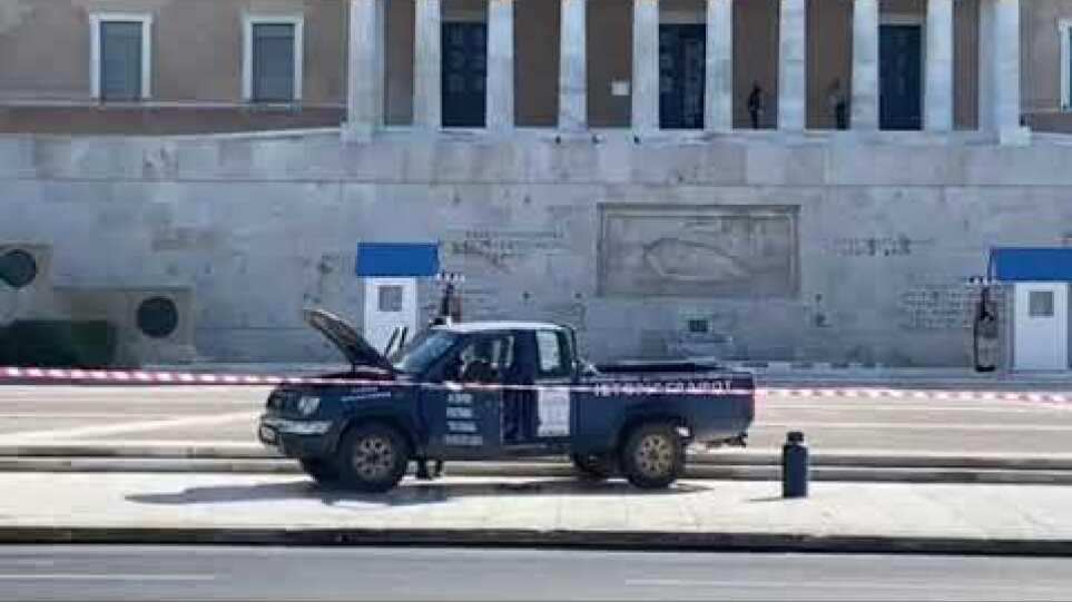 Πυροτεχνουργοί - Φορτηγάκι με φιάλες υγραερίου στο Μνημείο του Άγνωστου Στρατιώτη