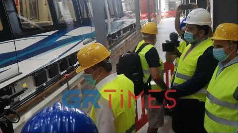 Στο αμαξοστάσιο του Μετρό στην Πυλαία ο υπουργός Μεταφορών, Κώστας Καραμανλής
