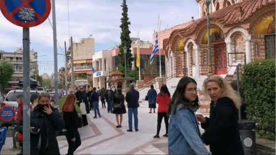 Πιστοί εκκλησία Θεσσαλονίκη - GRTimes.gr