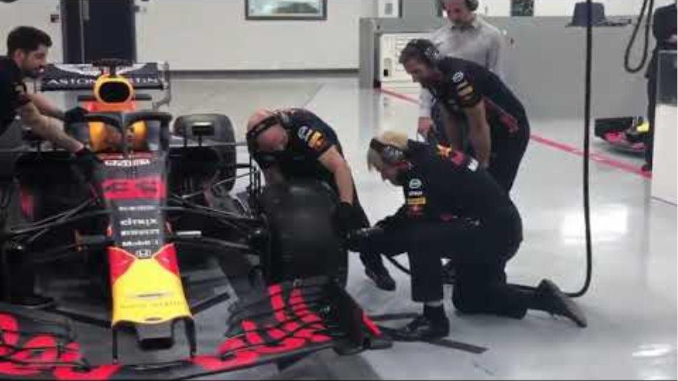 Boris Johnson does his first formula one pit stop with red bull racing