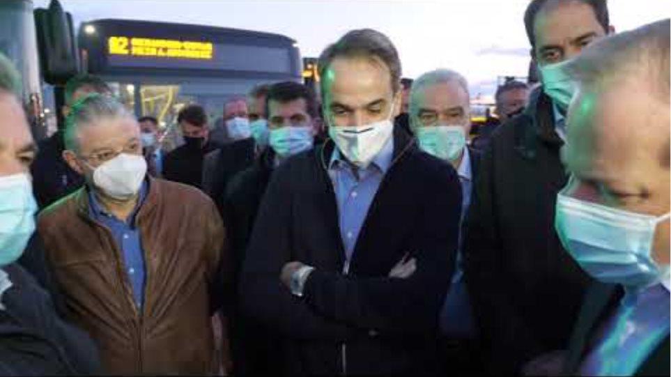Επίσκεψη Κυριάκου Μητσοτάκη στο αμαξοστάσιο  για τα νέα λεωφορεία