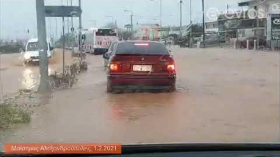 Σε ποτάμια έχουν μετατραπεί οι δρόμοι κάτω από το χωριό Μαϊστρο, Αλεξανδρούπολη