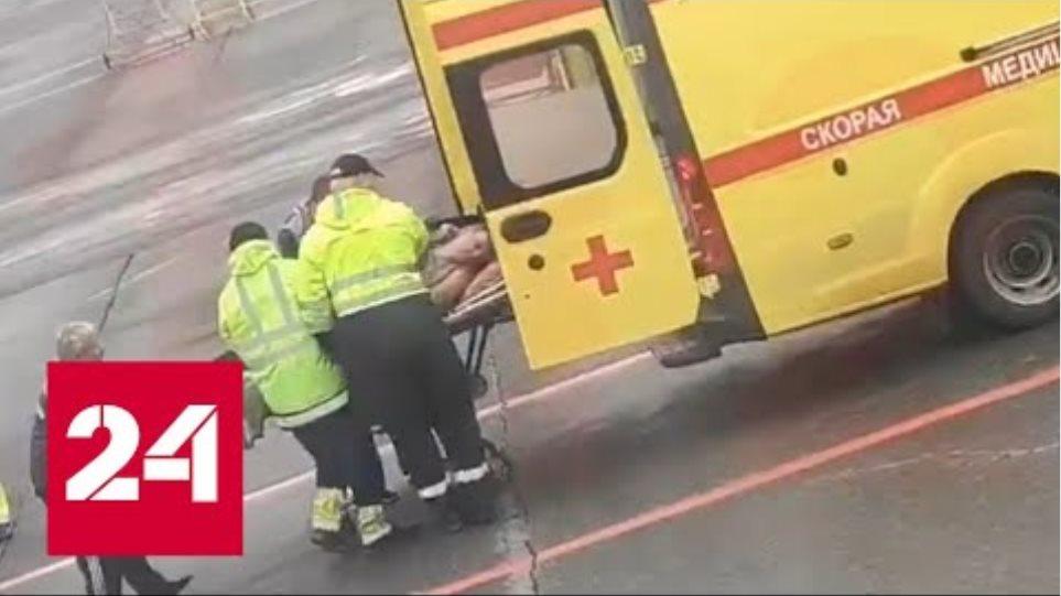 Появилось видео госпитализации Алексея Навального в аэропорту Омска - Россия 24
