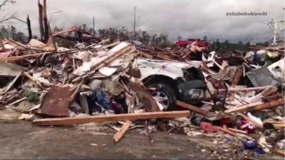 Tornado damage in Lee County, Alabama: raw video