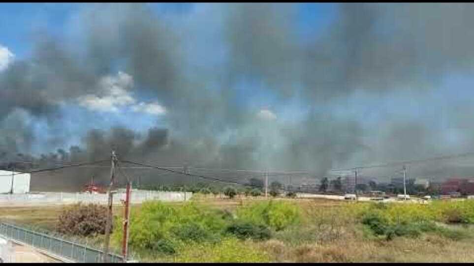 Κόκκινος συναγερμός στον Ασπρόπυργο: Φωτιά σε βυτιοφόρο με προπάνιο