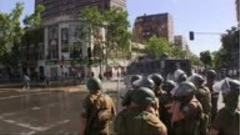 Police use water cannon on protesters in Chile
