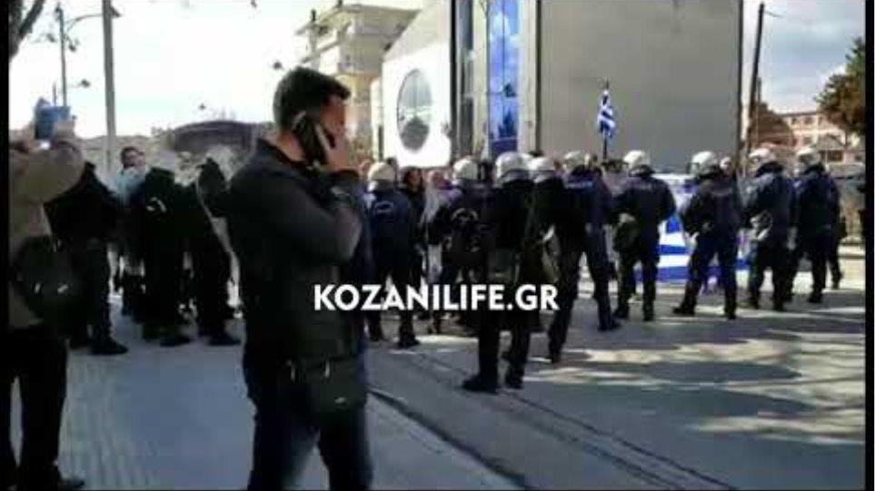 Επεισόδια και τραυματισμός πολίτη στην Πτολεμαΐδα στην επίσκεψη της Γεροβασίλη
