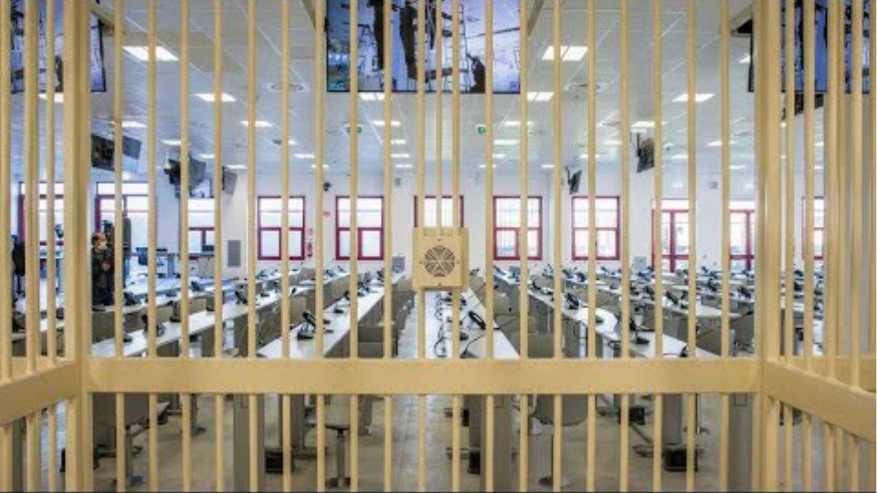 'Ndrangheta crime group: Biggest mafia trial in decades kicks off in Italy