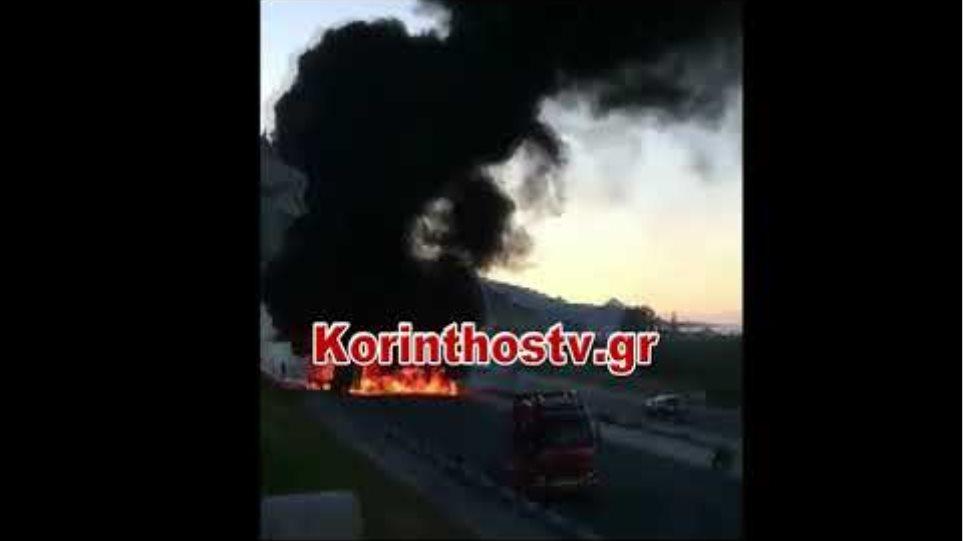 Στις φλόγες νταλίκα στην Ε Ο Κορίνθου – Πατρών – Kλειστό το ρεύμα προς Αθήνα