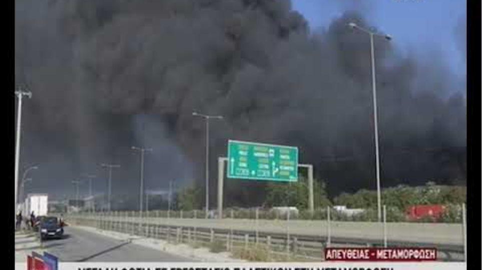 Μεγάλη φωτιά τώρα στη Μεταμόρφωση - Κλειστή η Αθηνών-Λαμίας