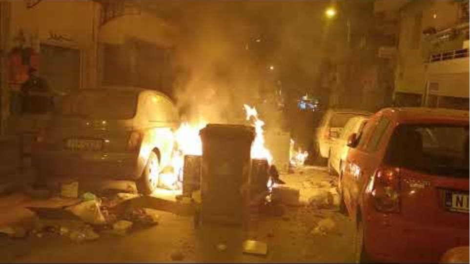 Φωτιά σε αυτοκίνητο Θεσσαλονίκη - GRTimes.gr
