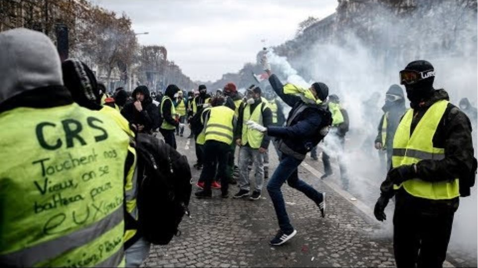 LIVE: Yellow Vests march under 'Macron resign' motto, huge numbers of police deployed