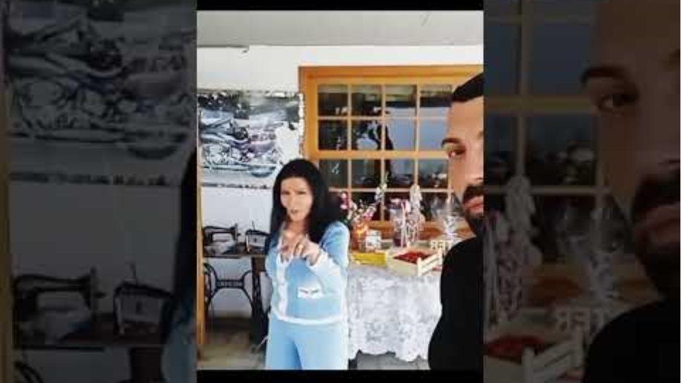 Ζωζώ Σαπουντζάκη: Χορεύει και τραγουδάει στο σπίτι της ανήμερα του Πάσχα
