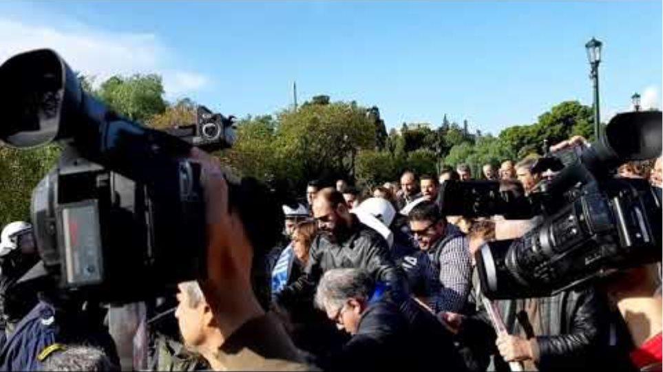 Βίαιη επίθεση της κυβέρνησης ενάντια στην κινητοποίηση των υγειονομικών