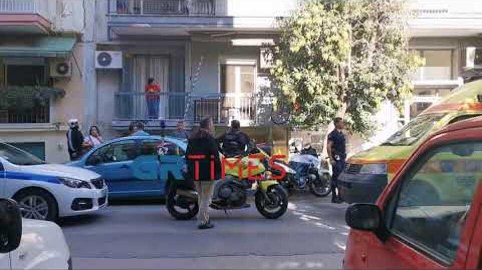 Θεσσαλονίκη: Άνδρας έπεσε από τον δεύτερο όροφο - Σε σοβαρή κατάσταση - GRTimes.gr