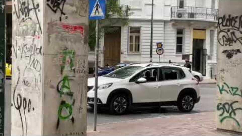 Συναγερμός στο κέντρο της Αθήνας: Καταδίωξη και πυροβολισμοί - Ένας τραυματίας