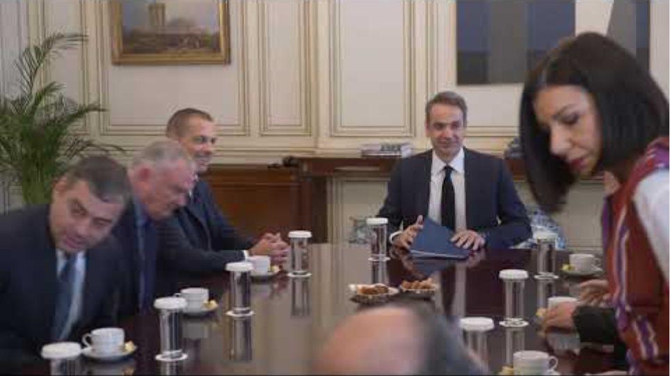 Συνάντηση του Κυριάκου Μητσοτάκη με τον πρόεδρο της UEFA, Αλεξάντερ Τσέφεριν