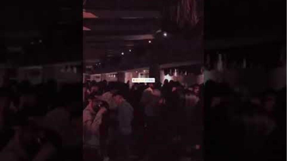 Συνωστισμός σε μπαρ στην Αθήνα