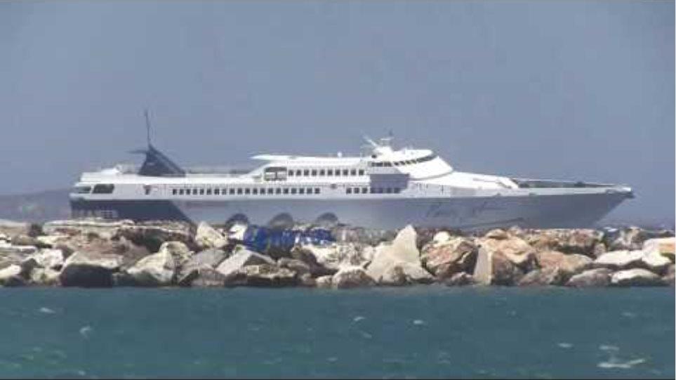 Το Paros Jet δαμάζει τα κύματα στη Νάξο