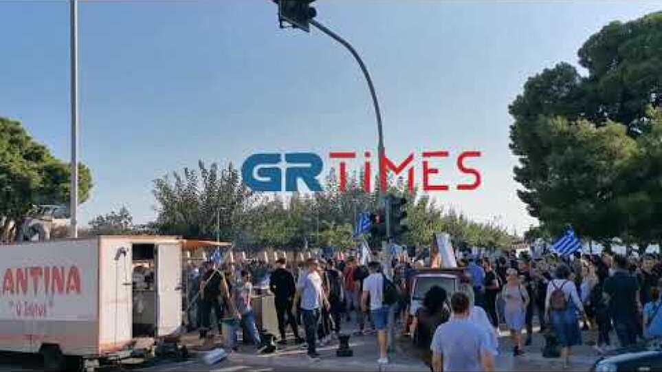 Θεσσαλονίκη: Συγκέντρωση κατά του υποχρεωτικού εμβολιασμού - GRTimes.gr