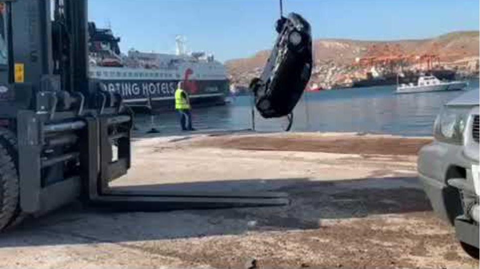 Η ανέλκυση του μοιραίου αυτοκινήτου από τη θάλασσα