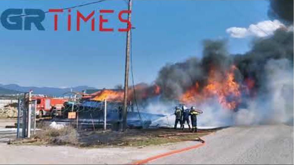 Πυρκαγιά σε αποθήκη στη Θέρμη - GRTimes.gr