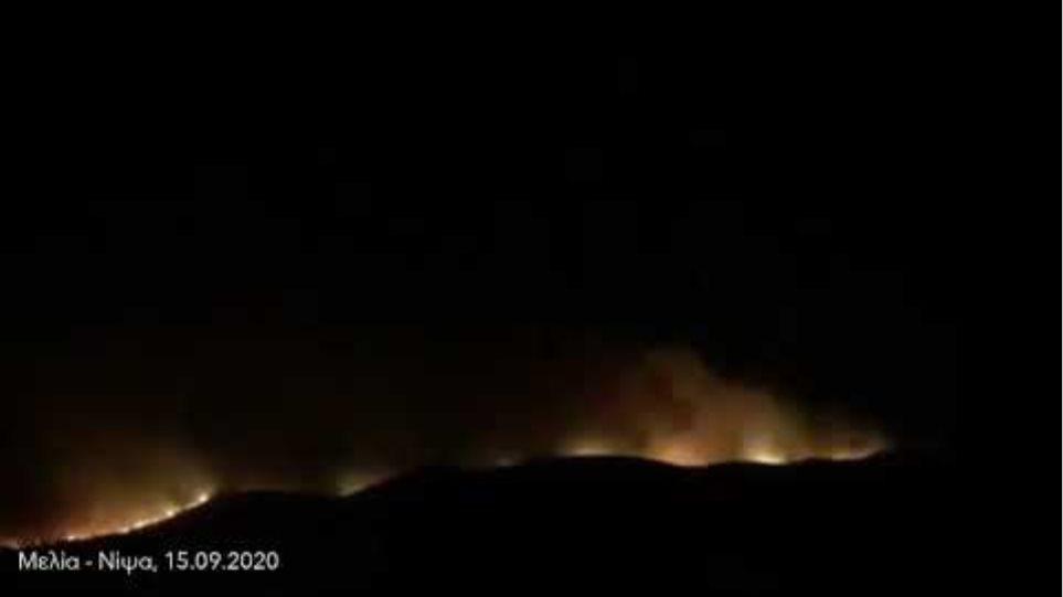 Απίστευτες διαστάσεις έχει λάβει η πυρκαγιά στη Νίψα