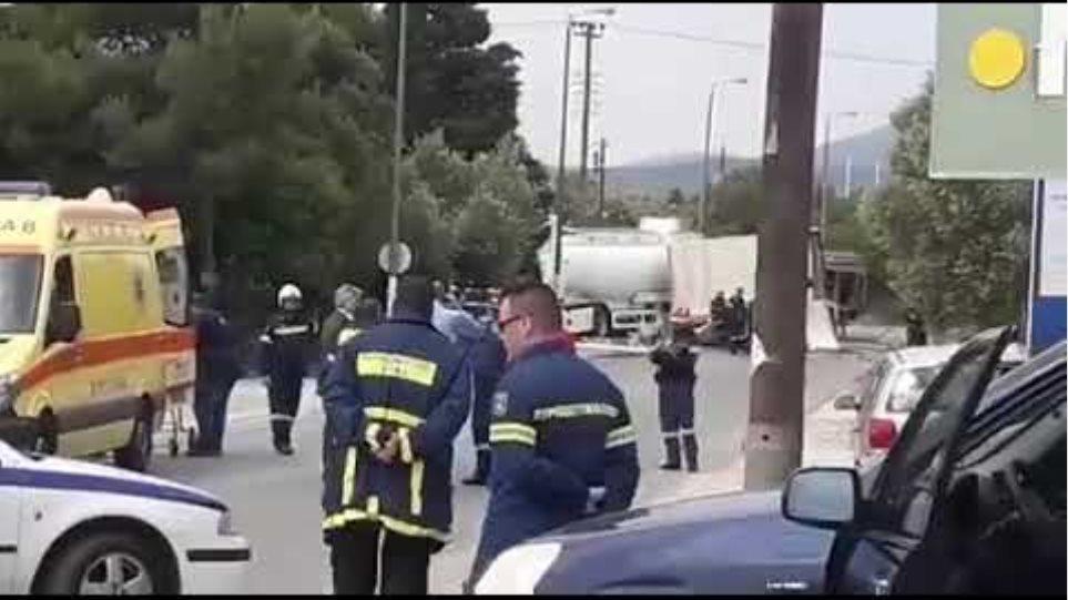 Τροχαίο με εγκλωβισμένους στην Κορωπίου   Μαρκοπούλου Βυτιοφόρο συγκρούστηκε με φορτηγό και ΙΧ