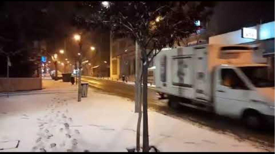 "kozan.gr: Ώρα 06:45 π.μ.: Στα ""λευκά"" η Κοζάνη - Εικόνες από το κέντρο της πόλης"