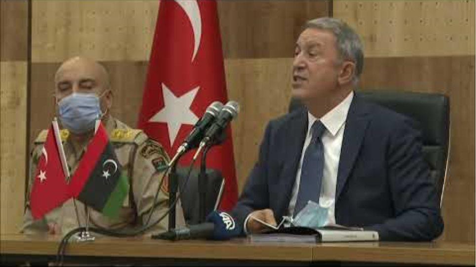 Millî Savunma Bakanı Hulusi Akar, Libya'da Görevli Mehmetçiklerimizle Bir Araya Geldi