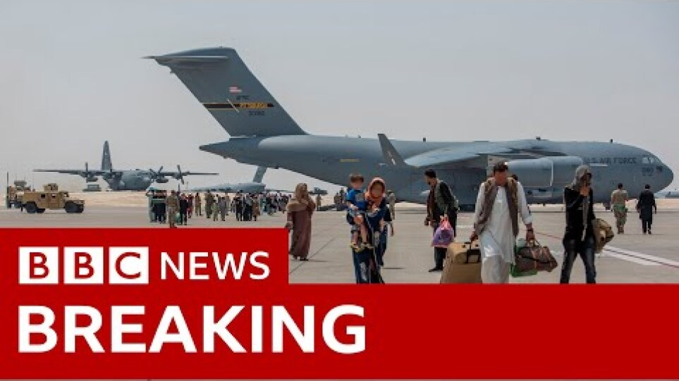 Explosion outside Kabul airport in Afghanistan - BBC News