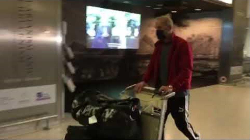 Ο Πέτρος Κωστόπουλος αεροδρόμιο επέστρεψε από Ντουμπάι