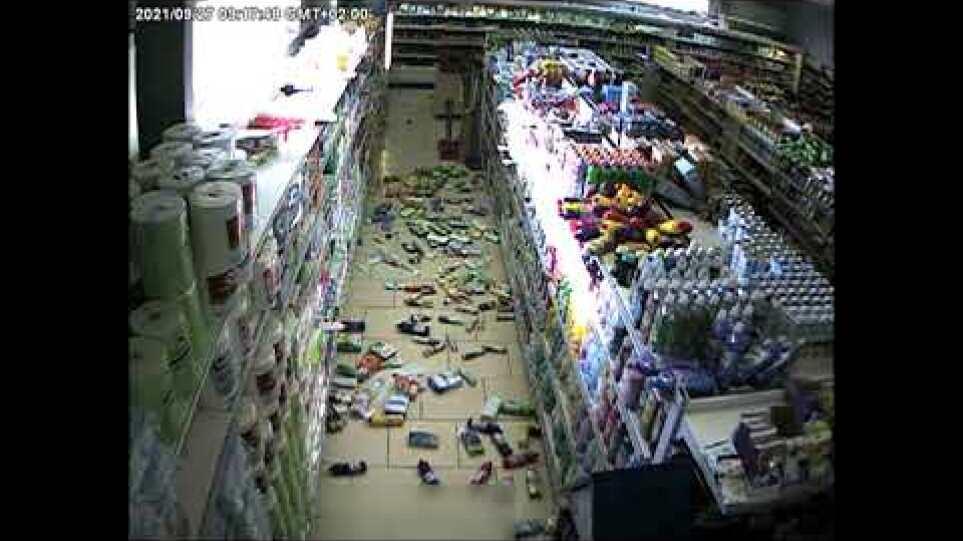 Σεισμός στο Ηράκλειο: Δείτε πώς γλίτωσε βρέφος σε σούπερ μάρκετ τελευταία στιγμή