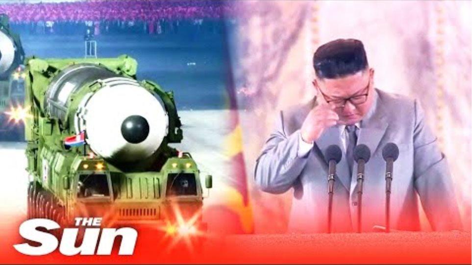 Ο Kim Jong-un CRIES καθώς υπερηφανεύεται ότι η Βόρεια Κορέα έχει «μηδενικές» περιπτώσεις κοροναϊού στην παρέλαση