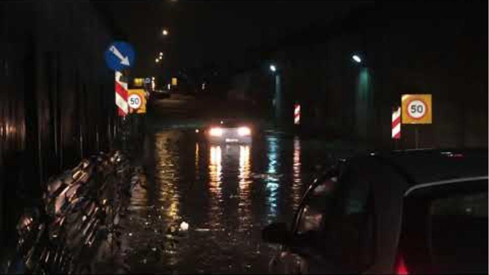Αυτοκίνητο κόλλησε στην Εσωτερική Περιφερειακή - Voria.gr