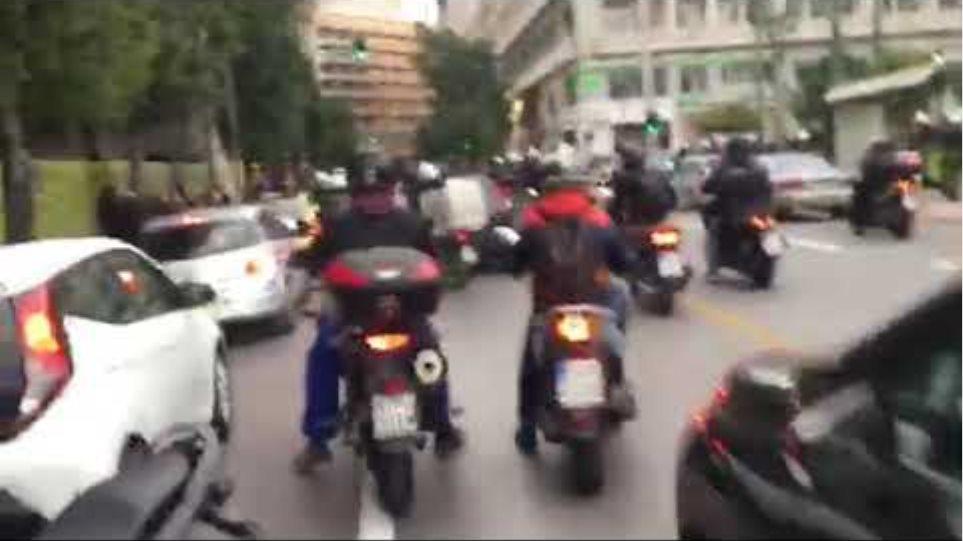 Άγρια επεισόδια στην μέση της κυκλοφορίας για συγκέντρωση Κουφοντίνα