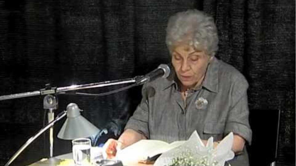Η Κική Δημουλά διαβάζει το ποίημά της «Πέρασα»