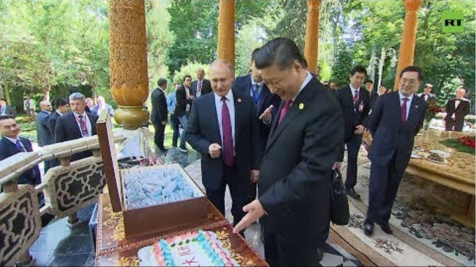 Российское мороженое, ваза и торт: Путин поздравил Си Цзиньпина c днём рождения