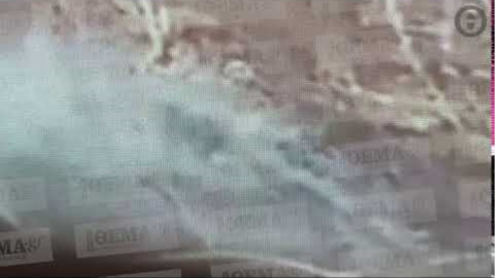 Φωτιά στο Λαγονήσι- Ανάμεσα στα σπίτια οι φλόγες