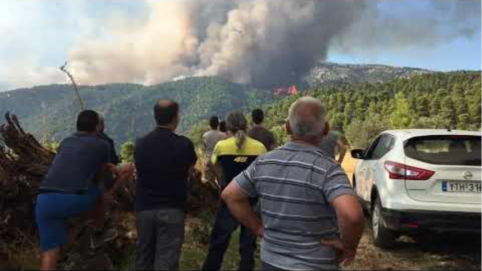 Ανήσυχοι κάτοικοι της Πλατάνας από τη φωτιά