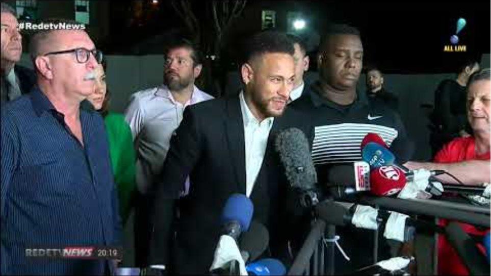 """""""Verdade aparece cedo ou tarde"""", diz Neymar na saída de delegacia em SP"""