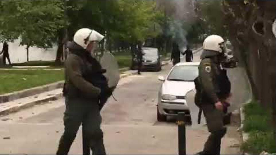 Επεισόδια με μολότοφ και πετροπόλεμος στην Πατησίων (2)