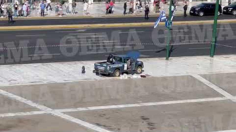 Φορτηγάκι με φιάλες υγραερίου στο Μνημείο του Άγνωστου Στρατιώτη 4/10/2021