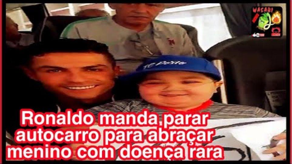 Cristiano Ronaldo manda parar autocarro para abraçar menino com doença rara