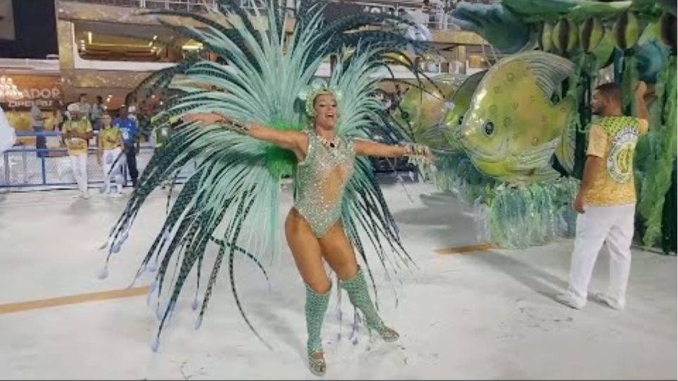 British Girl Steals The Show At Rio Carnival