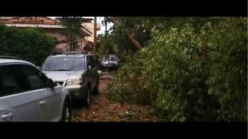 Κλειστοί δρόμοι από την κακοκαιρία στο Ν. Ηράκλειο
