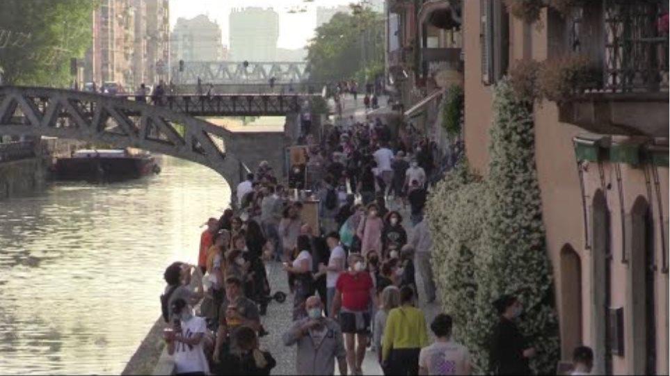 Coronavirus, Milano: folla ai Navigli all'ora dell'aperitivo e poche mascherine