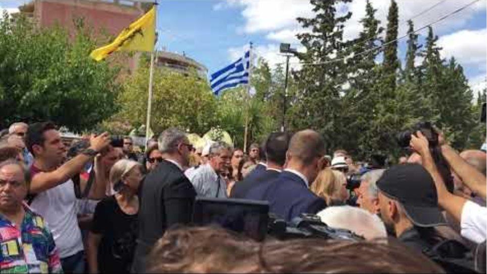 Η Μαρεβα Μητσοτάκη φτάνει στο κοιμητήριο Ζωγράφου